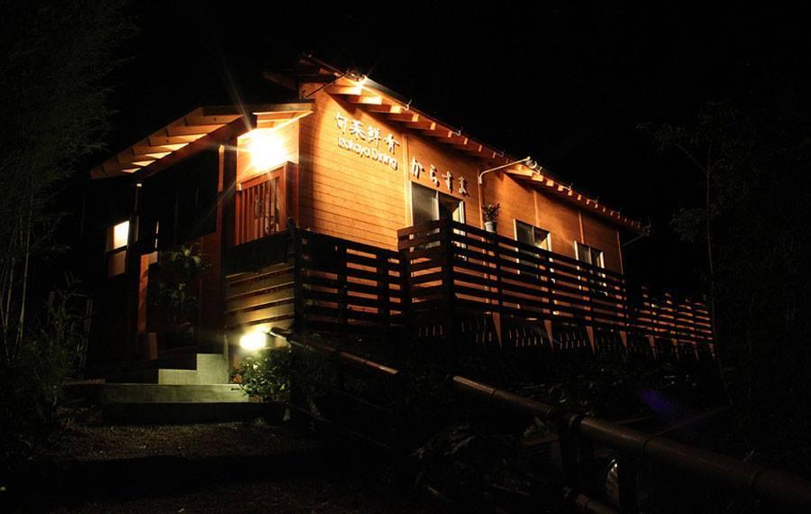 多治見の居酒屋「からすま」木々に囲まれた暖かみのある落ち着く隠れ家