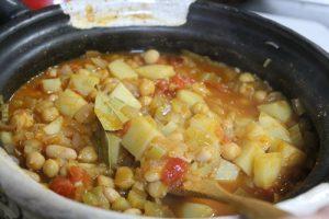 土鍋で野菜スープ作り